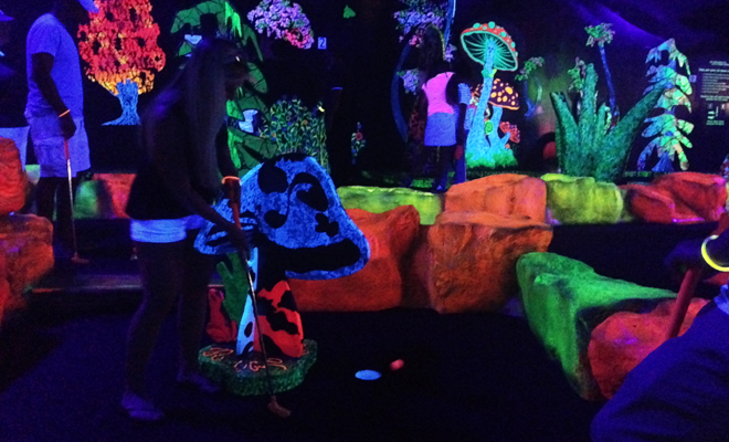 Putting Edge glow in the dark mini golf
